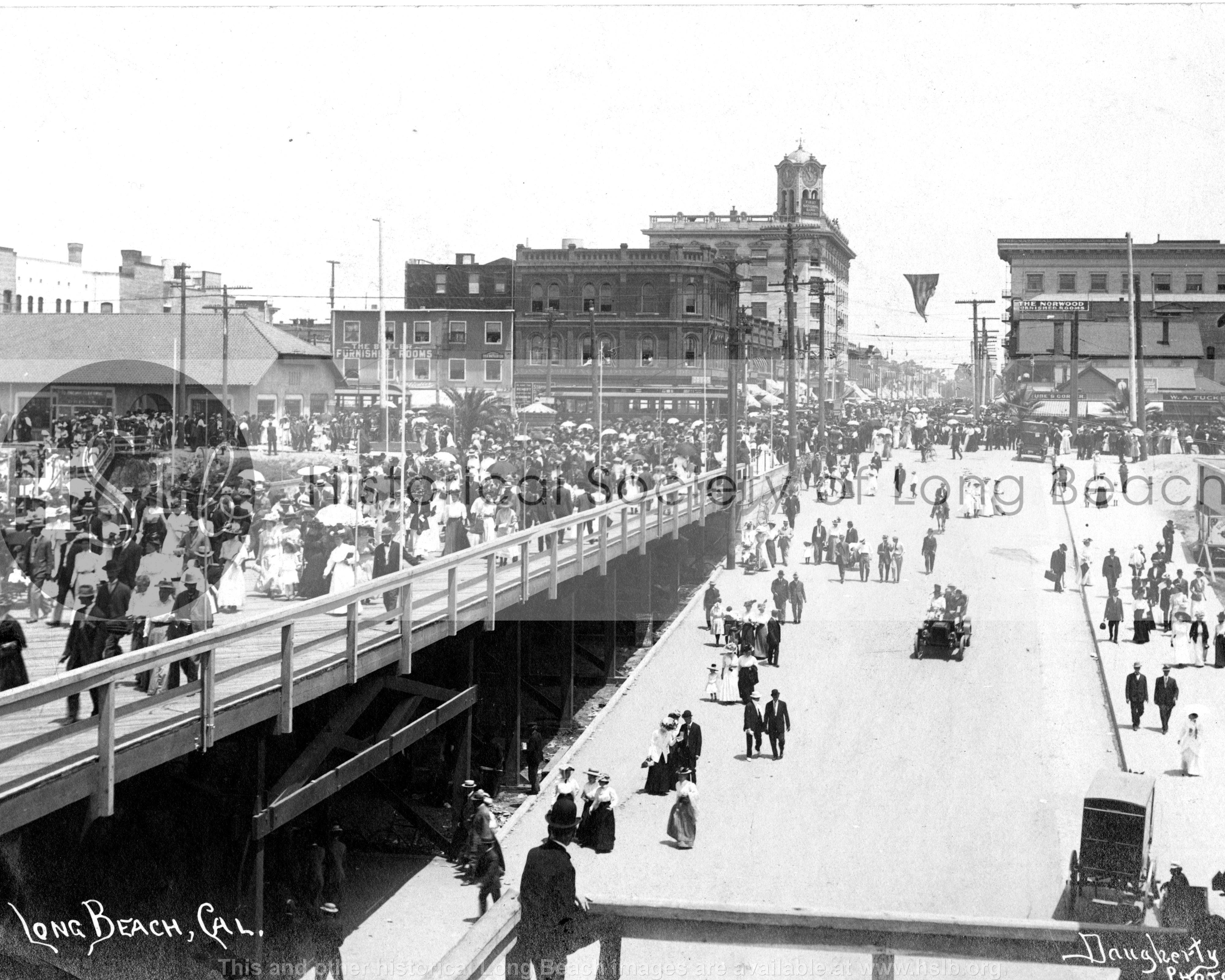 Pine Ave. Pier entrance, 1910 vintage photo