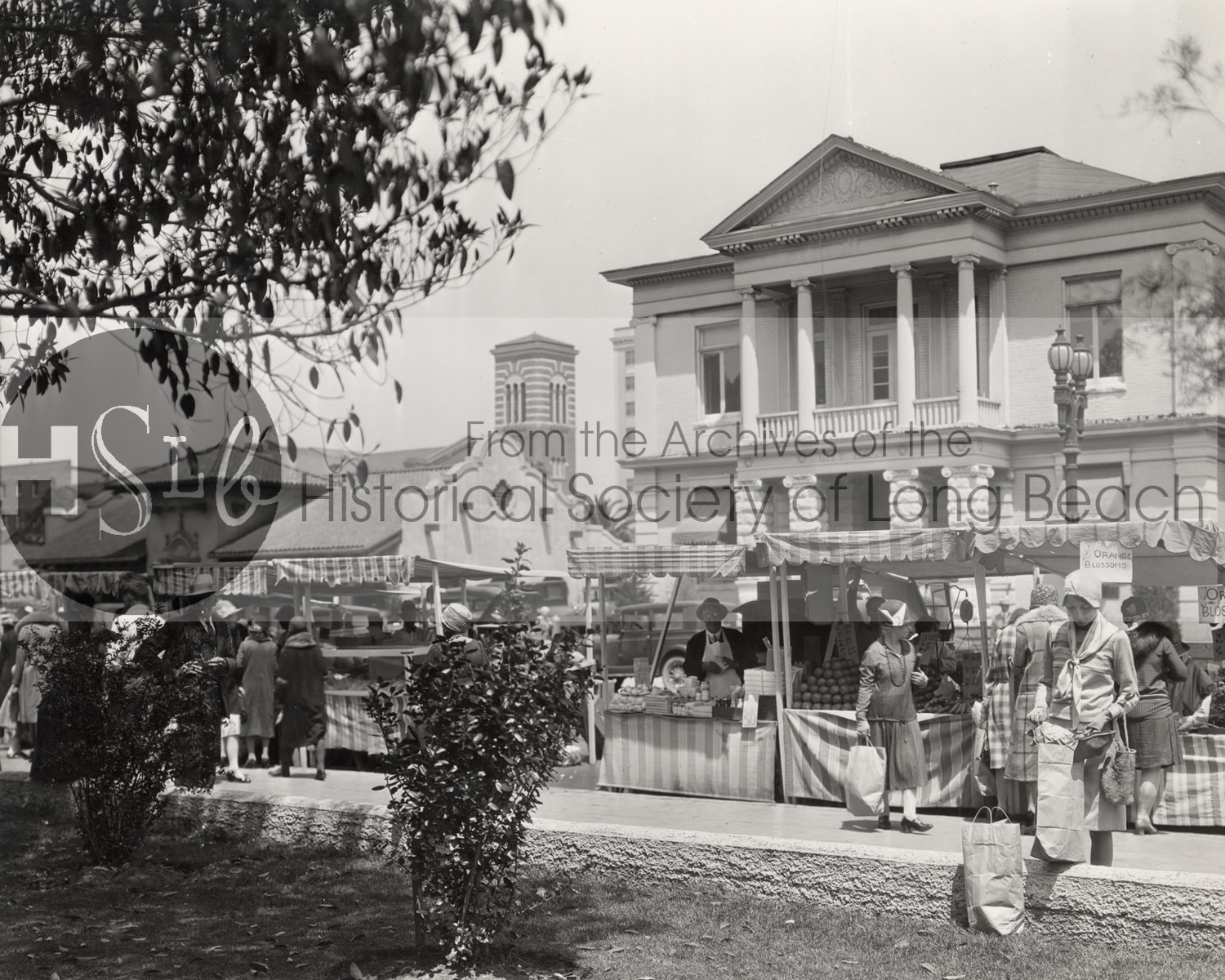 1925 farmers market in front of the long beach city hall